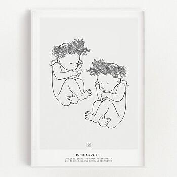 Bild på Junie & Julie födelsetavla på vägg