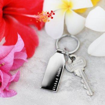Present till fröken | lärare | pedagog - Allergivänligt och nickelfritt nyckelring i stål med gravyr Älskad fröken : Älskad Fröken | C Stockholm smycken och personliga presenter - sommarpresent och avslutningspresent - blommor
