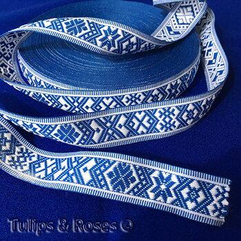 Allmogeband 25 mm blått på vitt