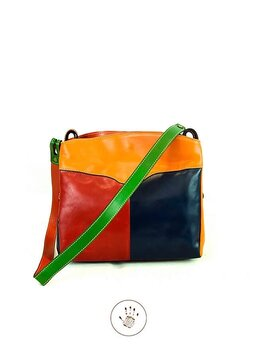 Väskan  Färgglad, modell Cuenca från  Tornabuoni, 32x26x12 cm