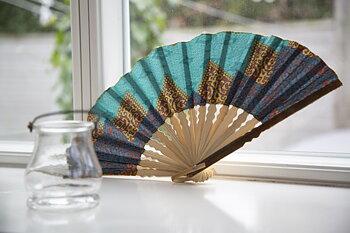 Solfjäder i bambu/tyg 25 cm