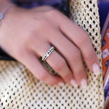 Snygg ring dam i stål - staplingsbar silverring och stålring - Vigselringar förlovningsringar | C Stockholm smycken på guldfynd / Edblad - silverring hand