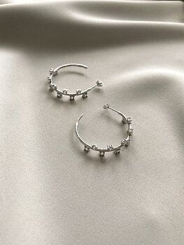 Cubic hoop ear silver