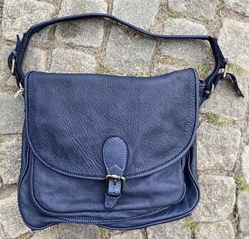 Mjuk väska  i tvättat skinn från La Via Firenze, 28x32x8,  blå
