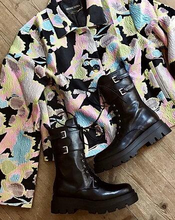 Chunky boots Black från Apair