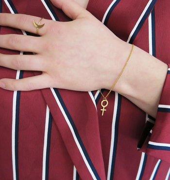 Armband kvinnotecken guld