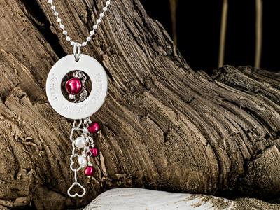 Exclusive - Halsband med vacker berlock