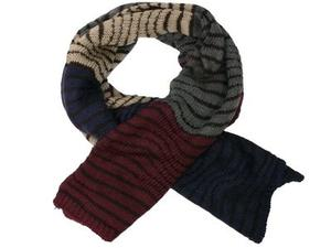Stickad halsduk i softacryl