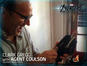 Hot Toys - Agent Phil Coulson Sixth Scale Figure