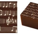 Överföringsark Stort Symphonie, vita noter på mörk chokladbotten.