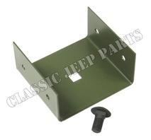 Hållare med skruvar för termosäkringar under instrumentbräda