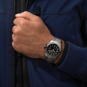 Breitling Avenger 43