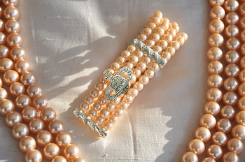 Jewlery pearl set. Brilliant