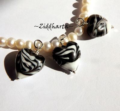 1 Zebra-hänge: Svart-Vitt tigrerat LW-hjärta