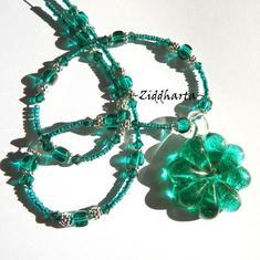 SÅLD! L5:157 - EMERALD Fairy - Smaragdgrönt SilverFoil Lampwork-hänge Flower & runda LW SF pärlor - Cubes Glaspärlor samt Swarovski Crystals - handmade by Ziddharta