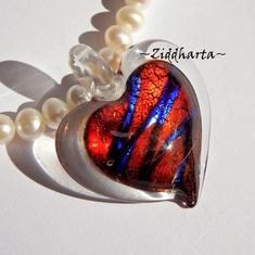 DICHROIC Hänge: Rött Metallicblått Hjärta 37mm - finns endas ett!
