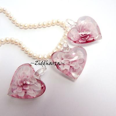 1 Stooort Exklusivt Handgjort LampWork-hänge: 40x33mm LOTUS Rosa PINK Bulligt glashjärta