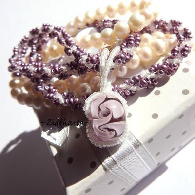 L3:102 Swirl VIOLET Lavendel lilac DNA Helix - OOAK Handsytt med pärlor Handsewn Japanese Miyuki Seed Beads - Handmade Necklace Halsband by Ziddis