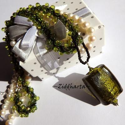 L4:126 OLIVINE Rectangular: SilverFoil LampWork Pendant Helix DNA-rope Necklace / Halsband - Handmade by Ziddharta