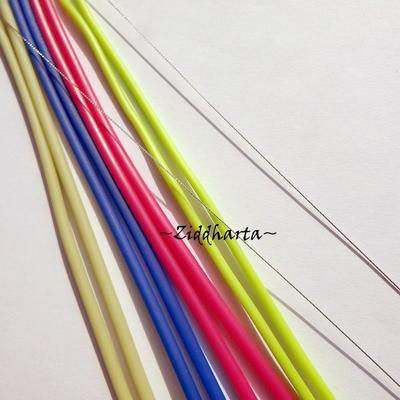 Allt i ett: 4x Gummislang: 3mm ROSA KornBlå LIME + 2mm NEON grön totalt 5,5 meter gummislang + 2,2m Wire Silver + 20 klämpärlor