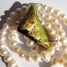 45 Dichroic Cabochon ca27x22mm: Golden Tria