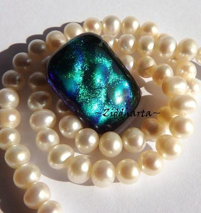 46 Dichroic Cabochon ca22x17mm: Dotted GreenBlue