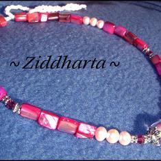 L5:166nn - PINK Roses - LampWork Pärla Ljust Rosa & Vita Sötvattenspärlor Swarovski Crystals Cerise MOP Mother of Pearl: Necklace / Halsband - handmade by Ziddharta