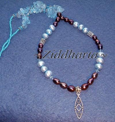 "L5:172nn - DreamCatcher - Bronze & Ljust turkosa Sötvattenspärlor / Freshwaterpearls Jablonex Glaspärlor AS Antiksilver finish Hänge Berlock Pendant ""DreamCatcher"" Blue Topaz Chips Swarovski Crystals: Necklace / Halsband"