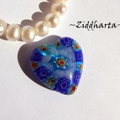 Millefiori glaspärla: Hänge - Blått Hjärta - Halvborrad #29