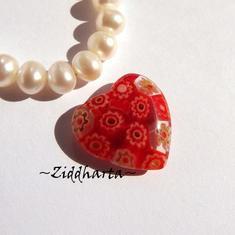 Millefiori glaspärla: Hänge - Rött Hjärta - Halvborrad #33