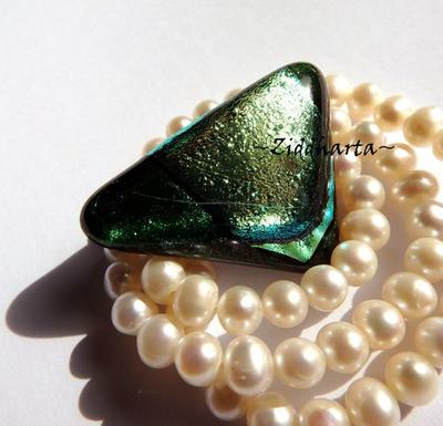 160 Dichroic Cabochon ca37x28mm: Green Gold