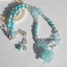 L5:173 - BlueCrackle Turquoise - Ljust turkosa Sötvattenspärlor Turkos Quartz Crackle Hänge / Pendant Blue Topaz Chips Swarovski Crystlas: Necklace / Halsband made by Ziddharta