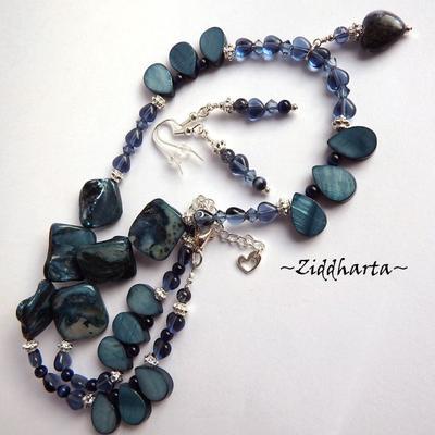 L1:25nn Montana Blue Set Örhängen Halsband Necklace GlassHeart Pendant Necklace Mother of Pearls Necklace Glass Hearts Necklaces - Handmade Jewelry by Ziddharta