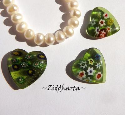 Millefiori glaspärla: Hänge - Grönt Hjärta - Halvborrad #35