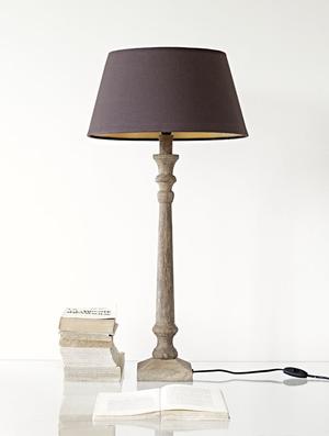 LAMPFOT AV NATURFÄRGAT TRÄ