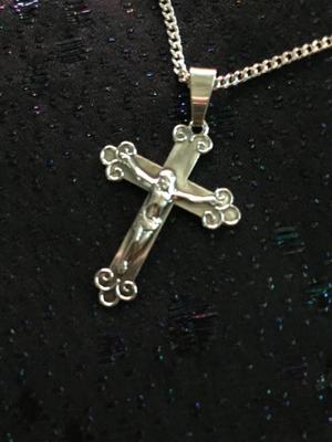 Kors i silver med Kristusbild.