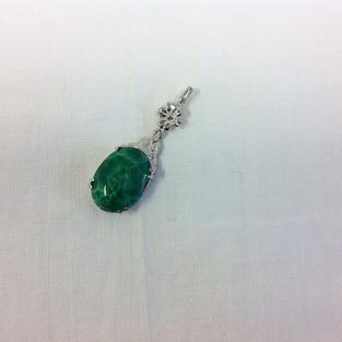 Hänge i silver med grön sten Jade. 1960talet