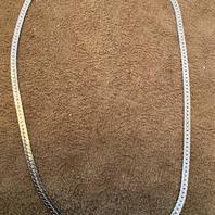 Halsband i äkta silver samt rodinerat med vitguld. 40cm långt