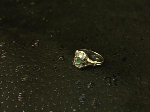 Silverring med grön jade. Vitguldsöverdragen. Putsfri .17,5