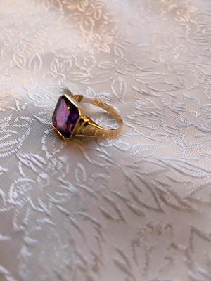 Ring med rosa-lila sten. 18Karat guld. Dahlins Lund. 1964. St 20,5