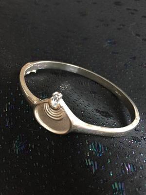 Armring i silver med blå akvamarin. 1990talet