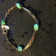 Armband i 18 karat guld med äkta turkoser.