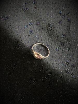 Silverring med randigt mönster.St  17,5. 1970talet