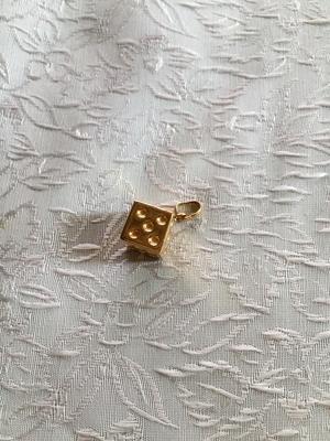 Hängssmycke i 18 K guld .Tärning.