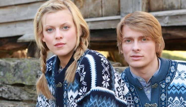 Borgund Sweater - Navy blue & White
