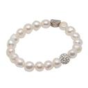 Pearls for Girls. Armband med vita pärlor och bling