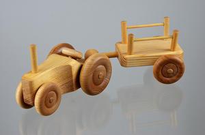 Liten traktor med vagn