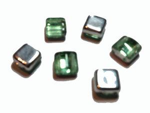 Tjeckisk ljusgrön och silverfärgad 2-hålig tilepärla, 6 mm. 20-pack.
