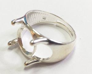 Ring i sterling silver. För infattning av 12 mm rivoli.