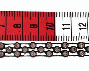 Vackert treradigt kristallband (med Preciosa kristaller) med svart plast band. Säljes per 10 cm.